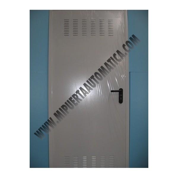 Puerta de trastero blanca puerta de trastero galvanizada for Puerta galvanizada